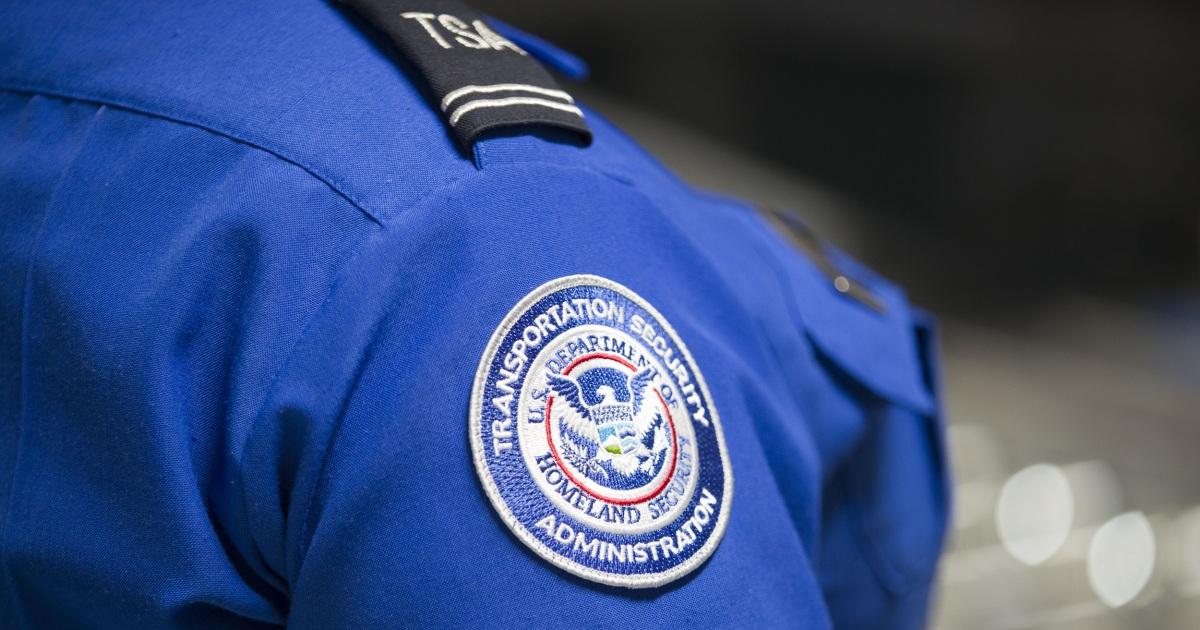 TSA-agent schnappte Native American Frau Zöpfe, sagte