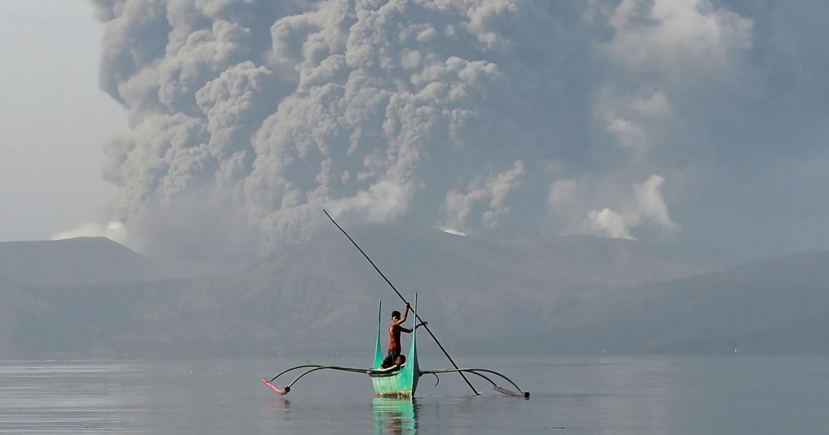 突然の噴火力千逃げるように、フィリピン