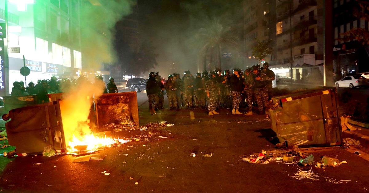 ジャーナリスト負傷したとの衝突にレバノンの部隊とデモ参加者