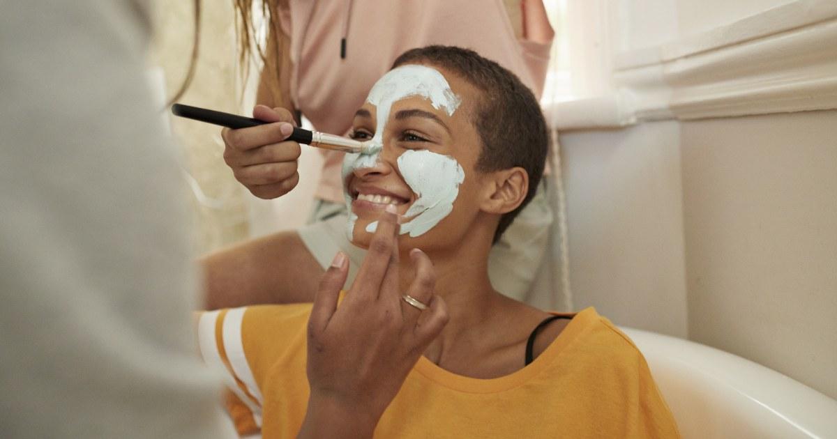 Von Dermatologen zugelassen Hautpflege-Produkte für dunkle Haut