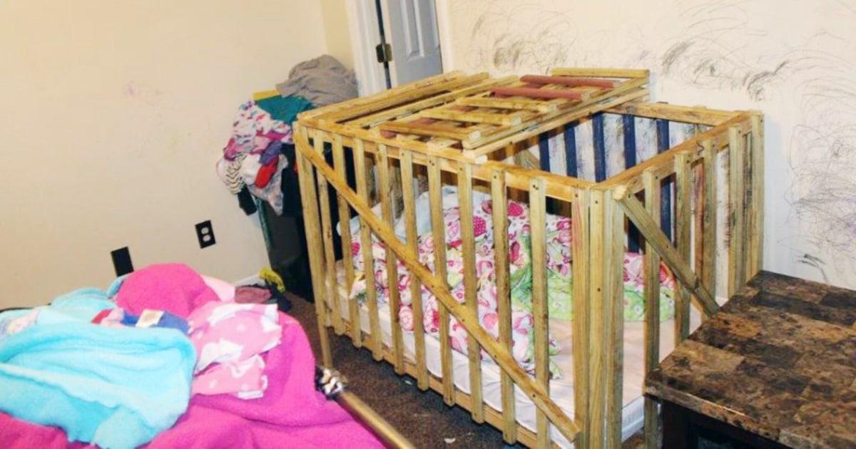 Mutter, Großmutter und Großvater beschuldigt Käfighaltung Kinder