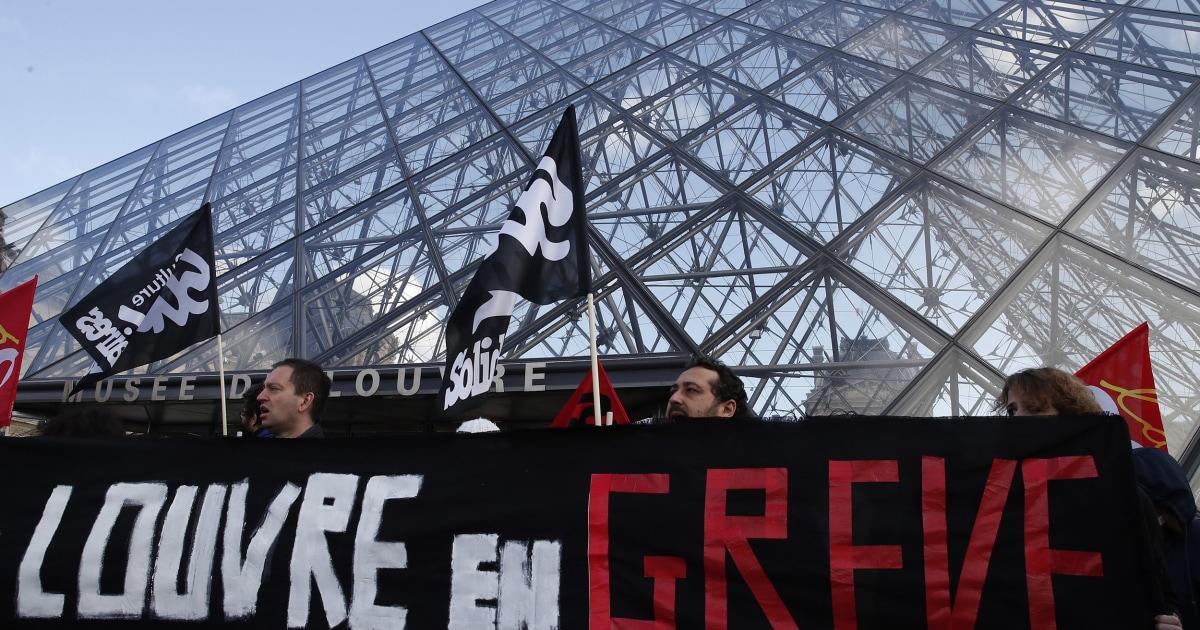 Οι λάτρεις της τέχνης κλειδωμένη έξω από το Λούβρο ως προσωπικό ενταχθούν σύνταξη απεργίες στο Παρίσι