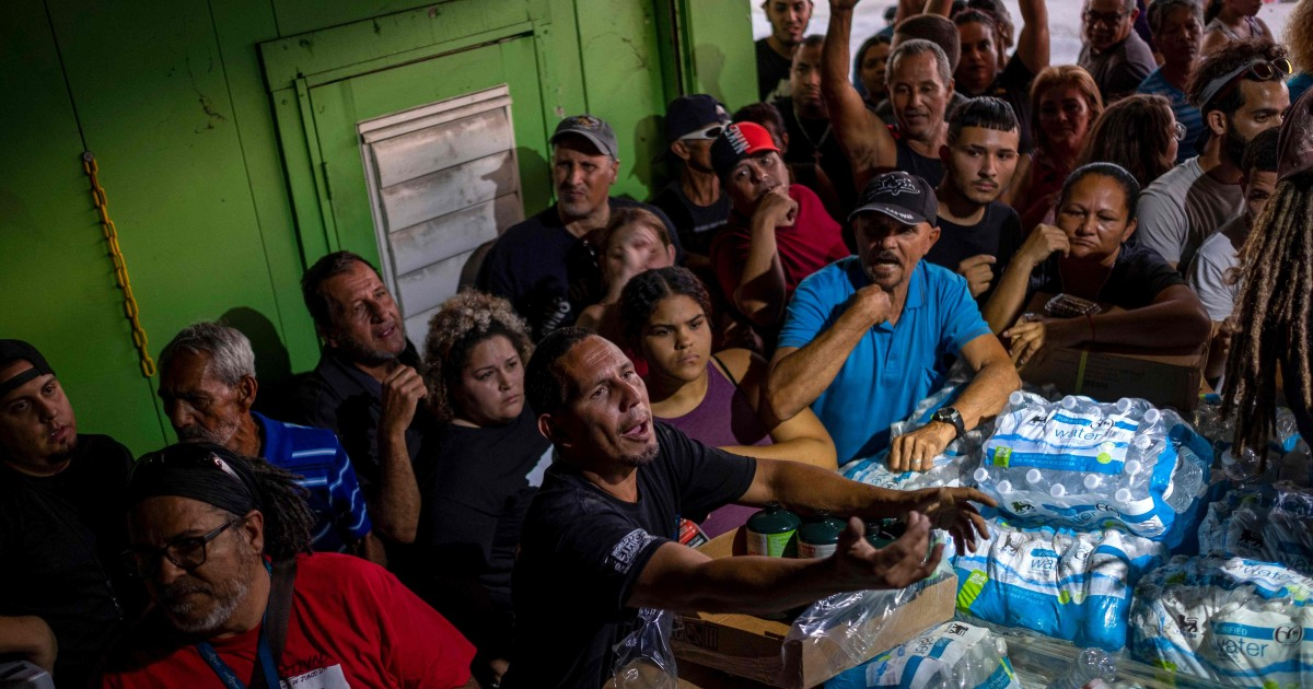 プエルトリコの住民の怒りを覚えた後に発見未使用の援助からハリケーンのマリア