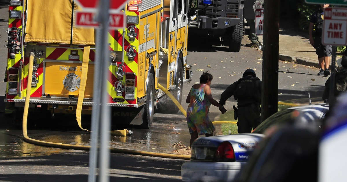 Αστυνομικοί ανάμεσα σε αυτούς που σκοτώθηκαν πολλαπλούς πυροβολισμούς σε όλη τη χώρα