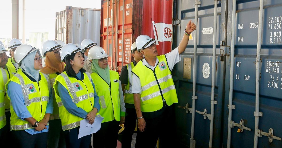 マレーシアを送り返ゴミとな世界の廃棄物bin