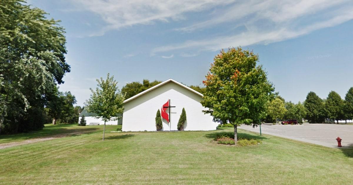 Kirche Gebot ziehen junge Familien gesehen, die von der Altersdiskriminierung, älteren Mitglied