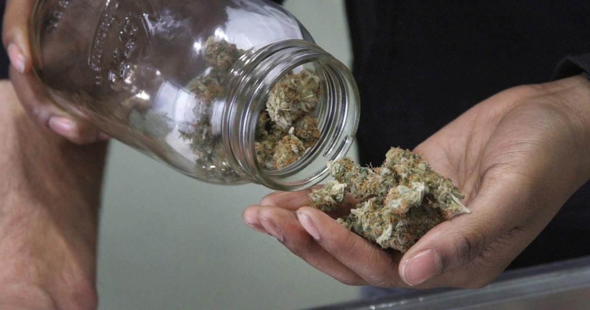 Alaska pot souvenir menjadi salah 1 di AS untuk memungkinkan konsumsi