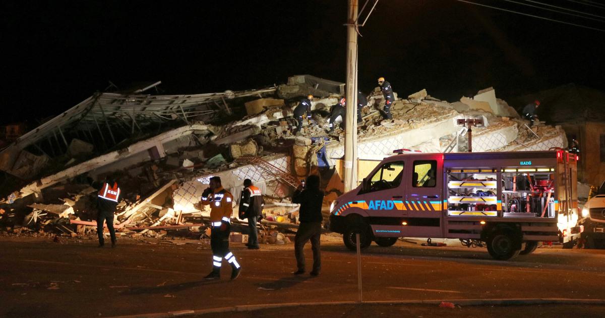 18 tote, Hunderte Verletzte, nach 6,8-Erdbeben der Stärke Streiks der Türkei