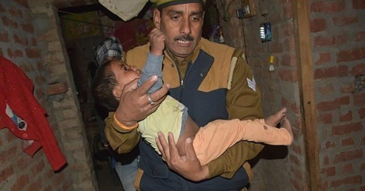 Τα παιδιά κρατούνται όμηροι μετά την πρόσκληση για το πάρτι, τον απαγωγέα που σκοτώθηκε από την αστυνομία της Ινδίας