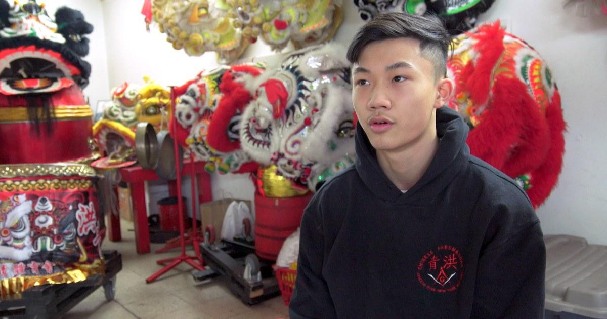 Wie Gen Z ist die Erhaltung der Tradition, der Lunar New Year lion Tanz