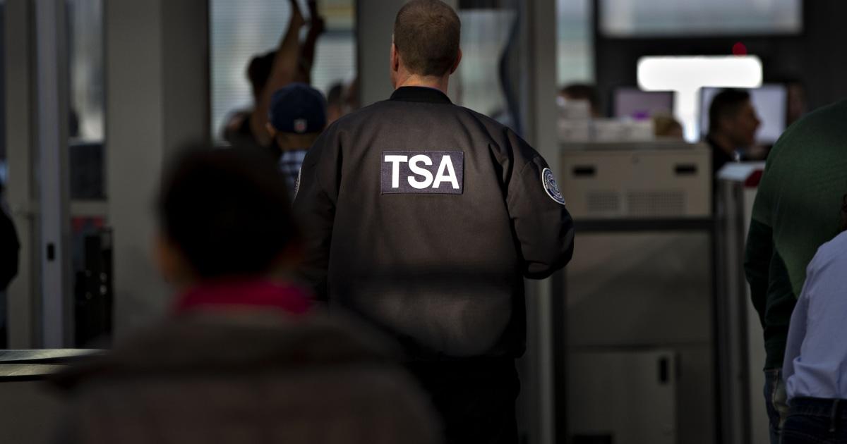 TSA-agent ausgetrickst Reisenden in baring selbst, sagen die Beamten