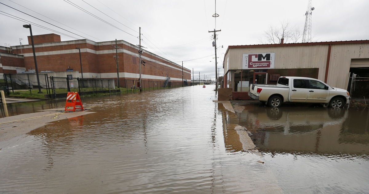 Mississippi flooding: 'Helpless feeling' as up to 1,000 homes feared affected thumbnail