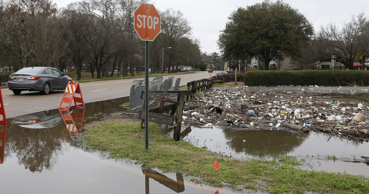 Περισσότερη βροχή στο δρόμο για μια πλημμύρα ρημαγμένες από τη Νότια