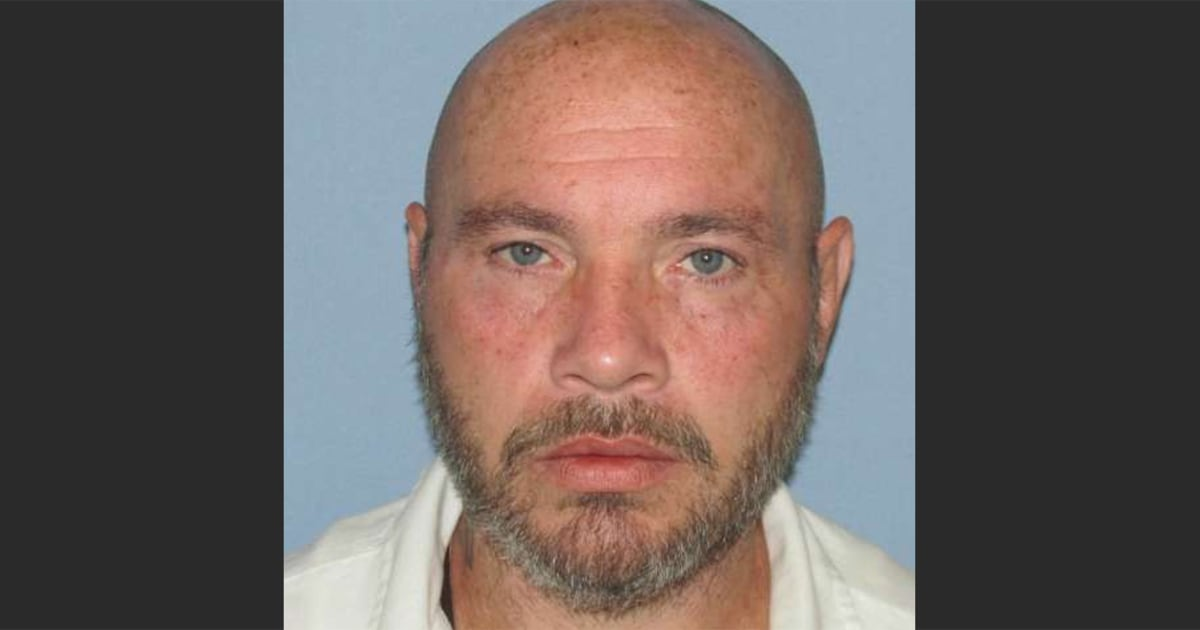 Convicted murderer serving life sentence escapes in Alabama