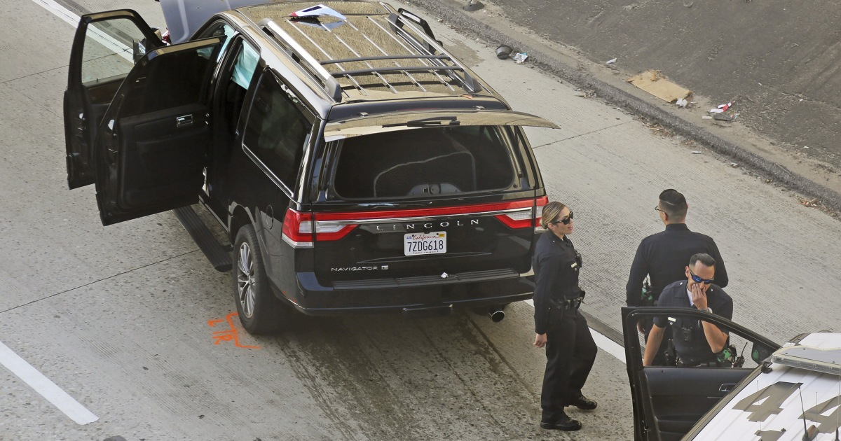 Body, casket recovered after stolen hearse crashes to end Los Angeles chase thumbnail