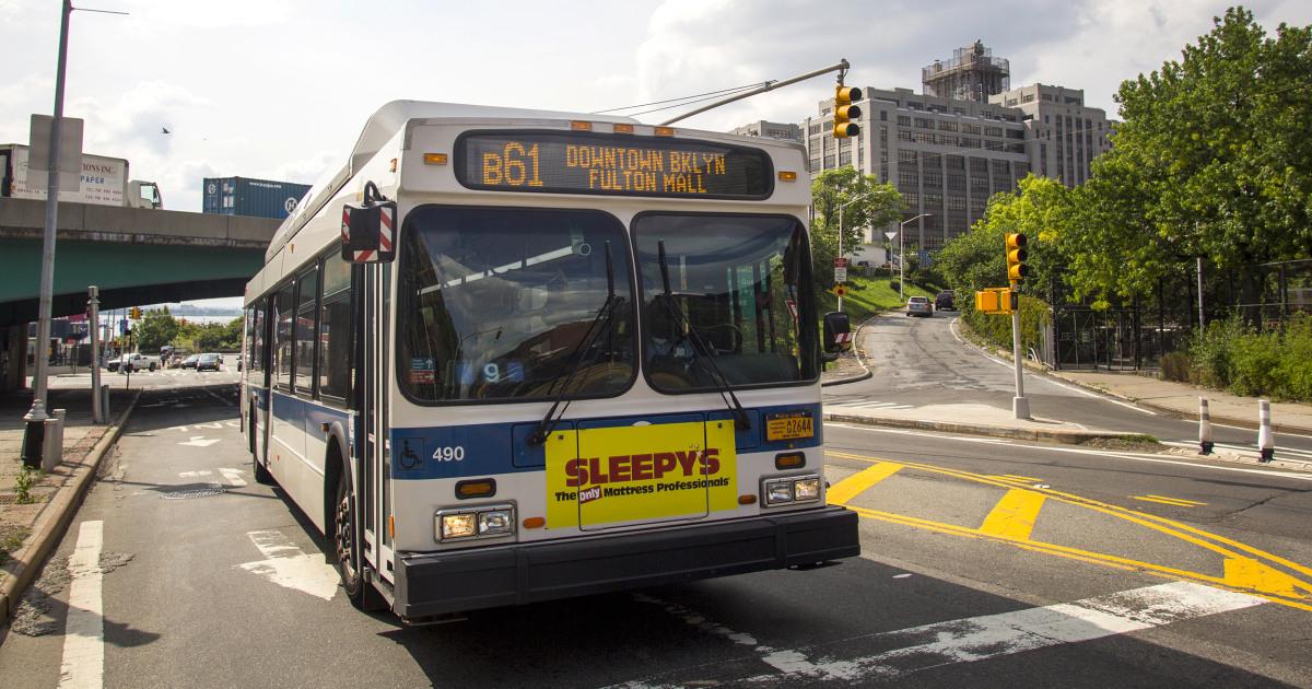 NYC οδηγός του λεωφορείου φέρεται να φτύσω μαμά με καρότσι, προτρέποντας έρευνα