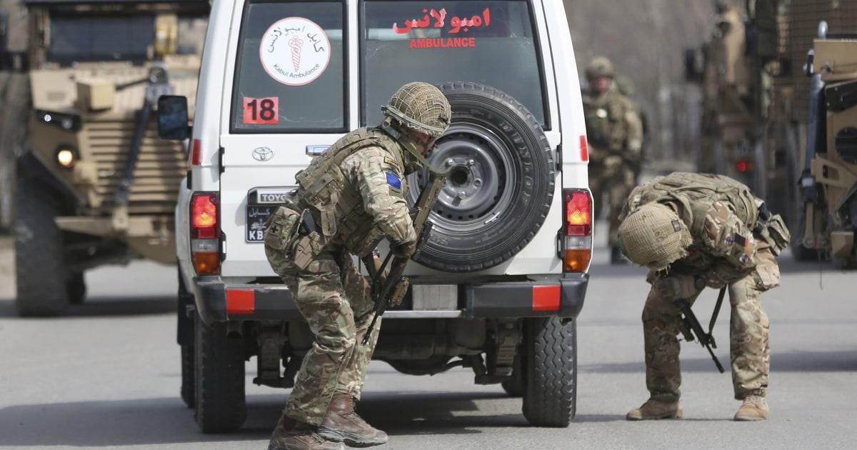 Orang-orang bersenjata membunuh lusinan di memorial untuk minoritas pemimpin Afghanistan