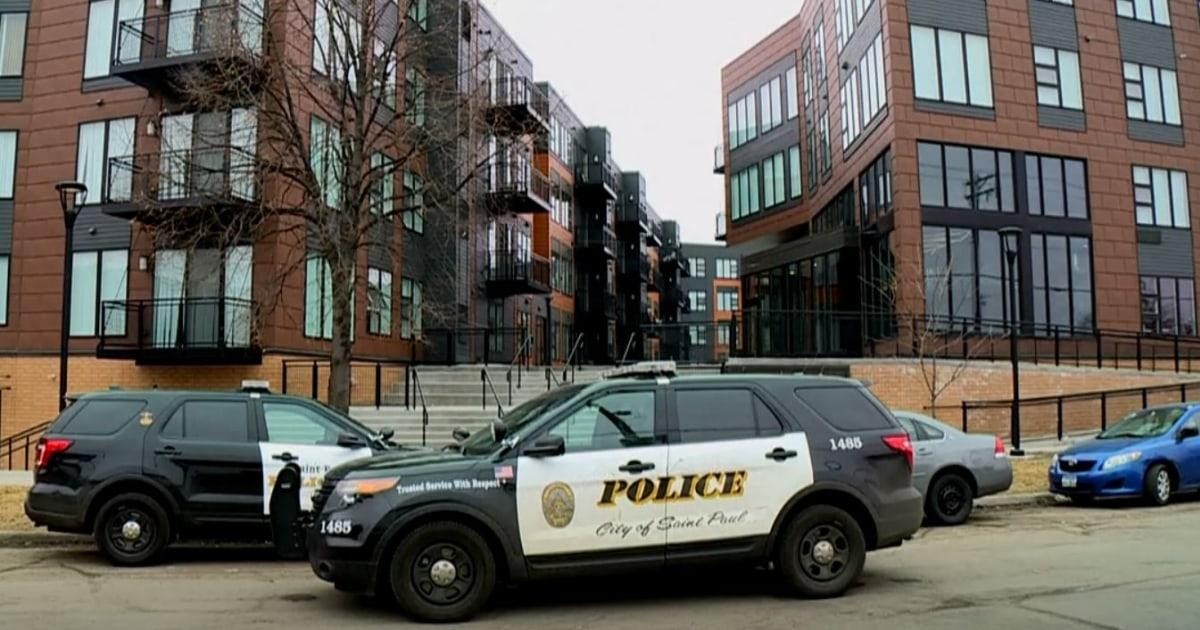 Μητέρα πέταξε το 11-year-old γιο μπαλκόνι, αστυνομία