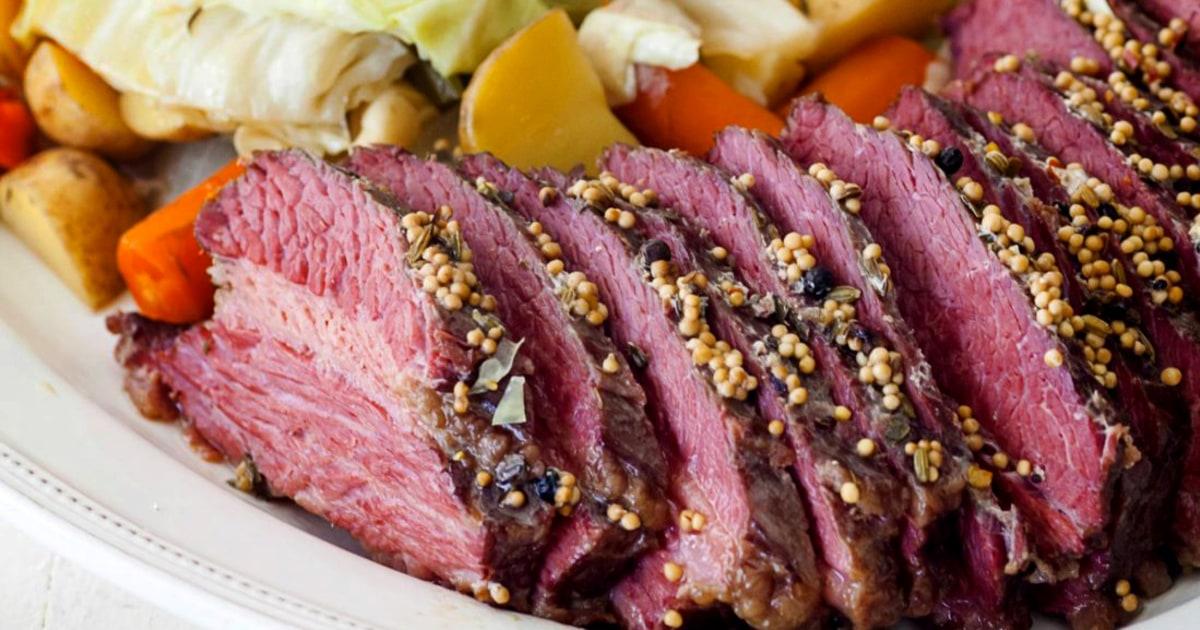 うcorned牛肉とキャベツのためのセント-パトリックス-デー-パ