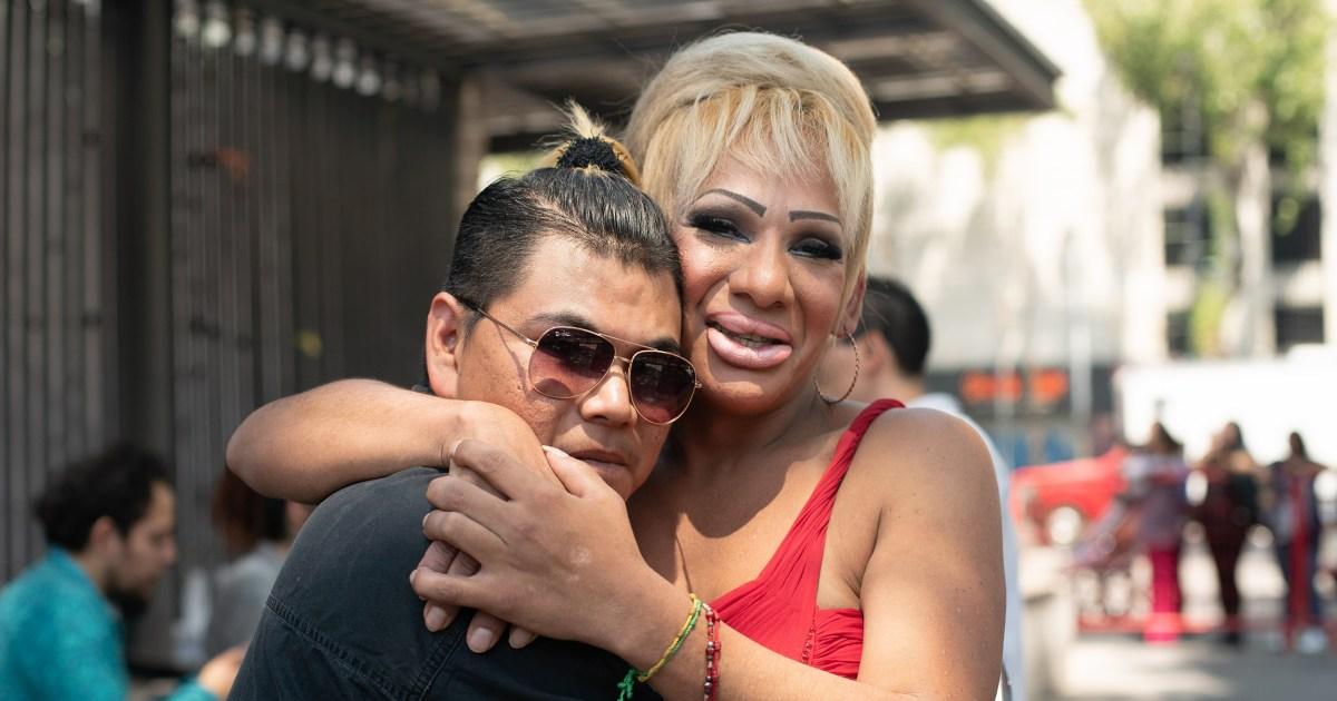 Über 140 LGBTQ Paare heiraten in Mexiko-Stadt
