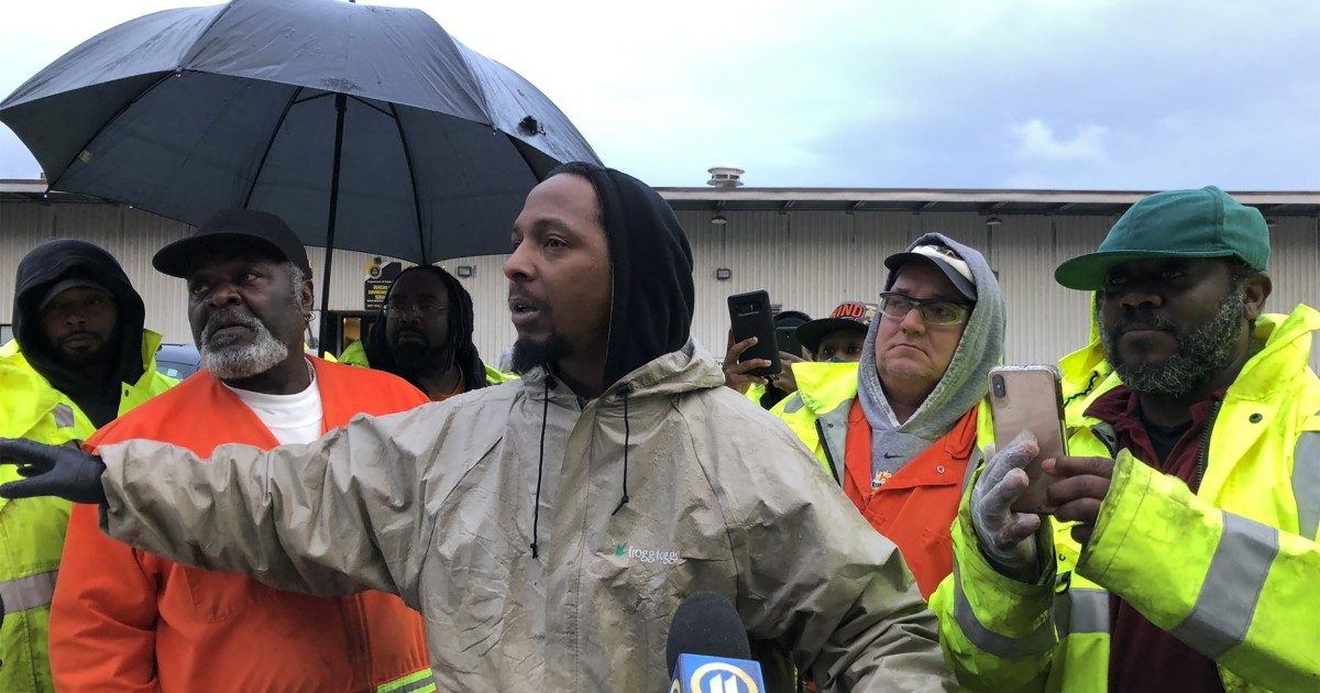 Pittsburgh garbage collectors protest, demanding protective gear