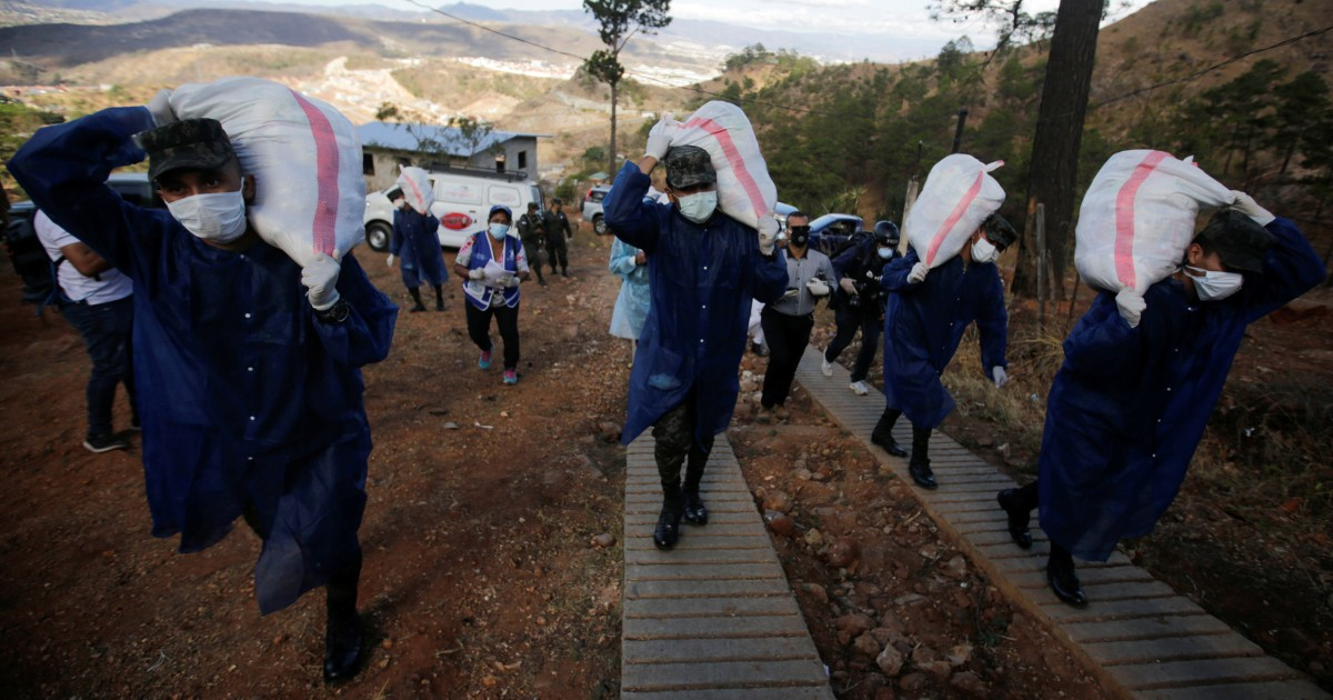 In Honduras, soldiers deliver food to over 3 million in coronavirus lockdown thumbnail