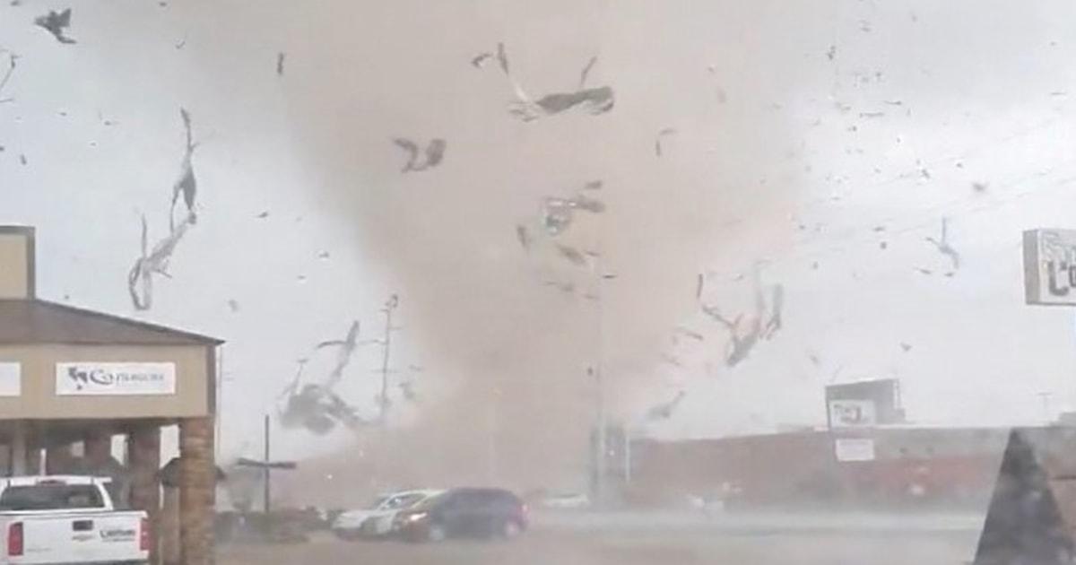 Tornado reißt durch Arkansas city, woraufhin Sperrstunde und National Guard Antwort
