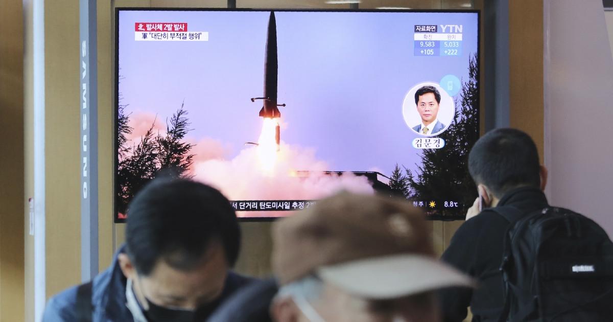 Η βόρεια Κορέα εκτοξεύει δύο βλήματα στη Θάλασσα της Ιαπωνίας