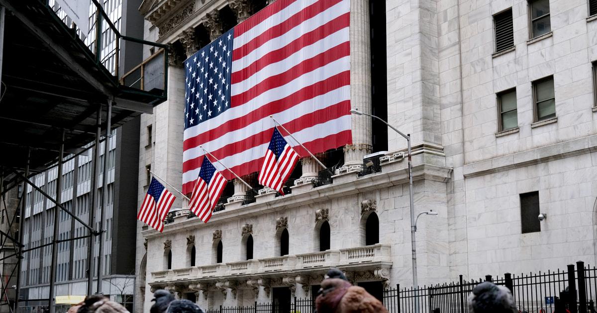 Wall Street rallies, after Trump extends shutdown until April 30