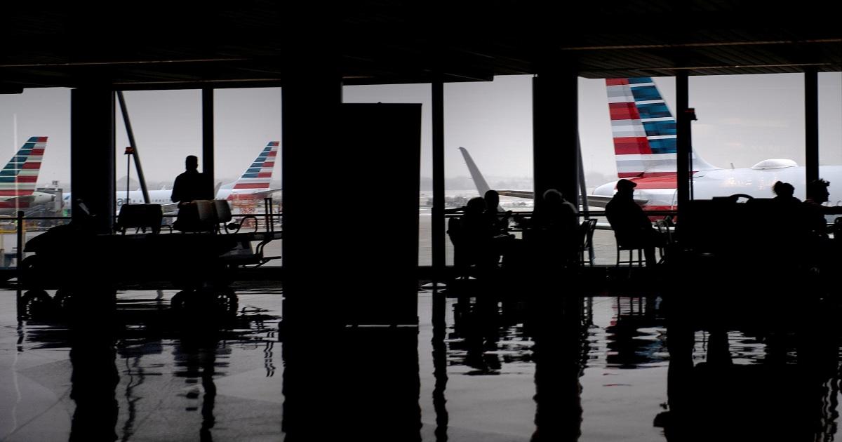 US-Flächen beispiellose Herausforderung bei der Evakuierung von Diplomaten inmitten coronavirus