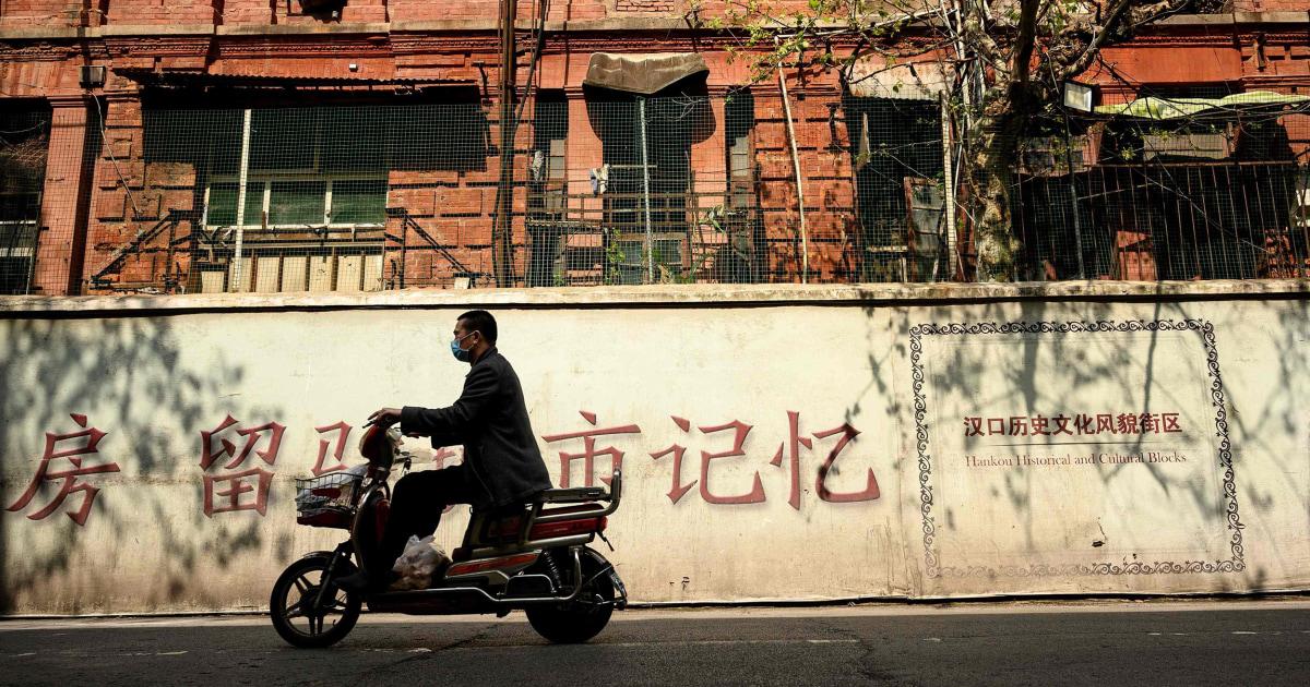'Bertindak seolah-olah itu akan menjadi jauh lebih lama': Amerika di Wuhan peringatkan AS atas lockdowns