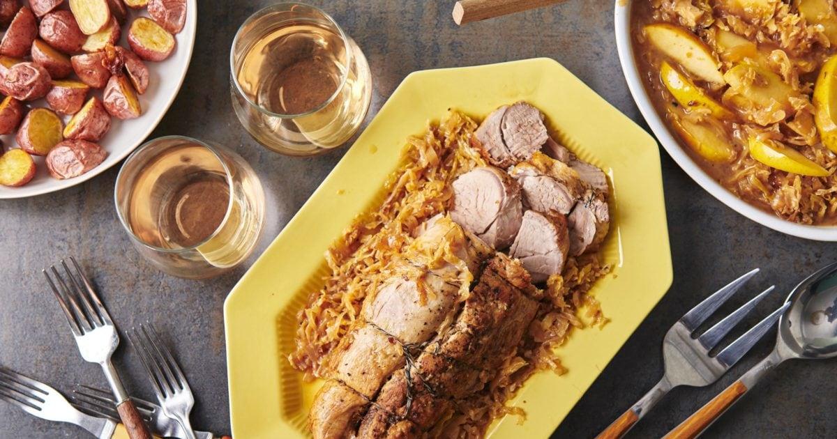 Perlu minggu makan malam ide? Coba ini slow cooker jatuh-selain direbus daging babi dengan kubis dan apel