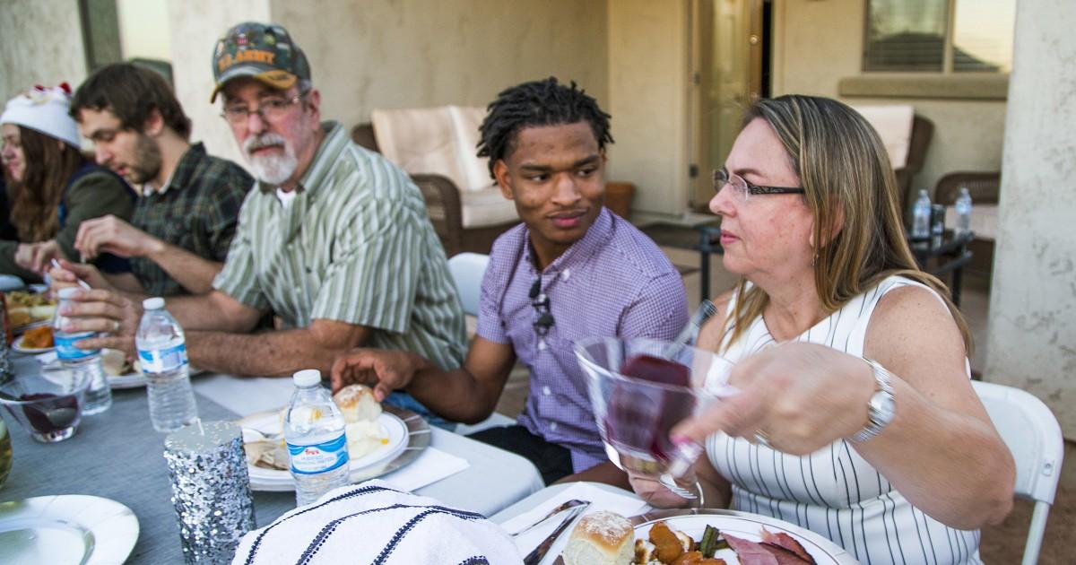 Nenek dan macet text led untuk Thanksgiving mengundang kehilangan suami untuk coronavirus