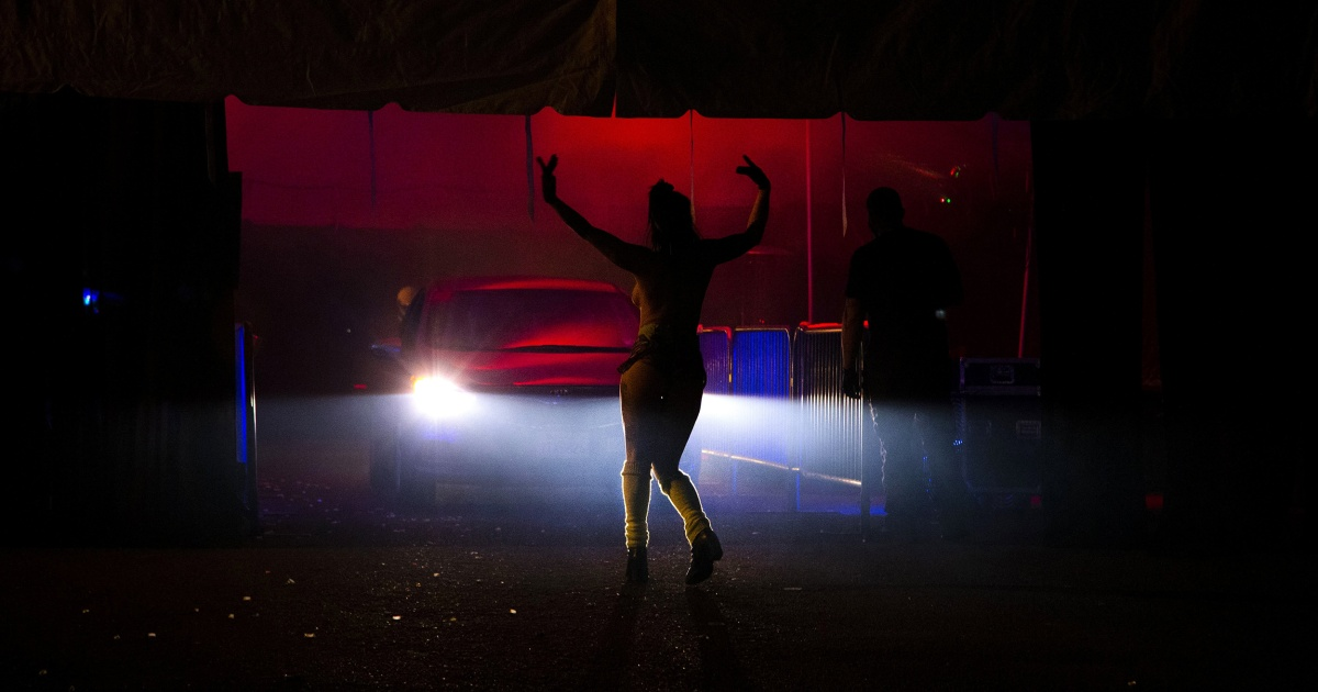 Oregon strip club pivots to preparing food, and its dancers deliver