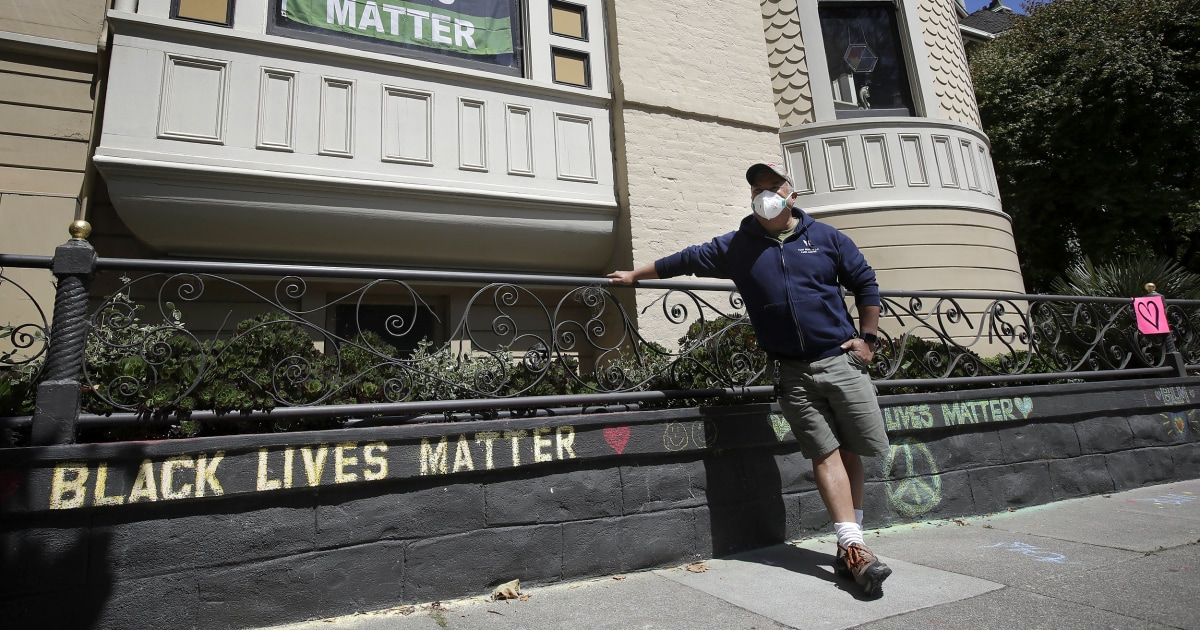 Couple apologizes after confronting man over 'Black Lives Matter' chalk in front of his home thumbnail