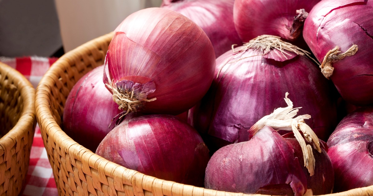 CDC links red onions to salmonella outbreak across the U.S., Canada