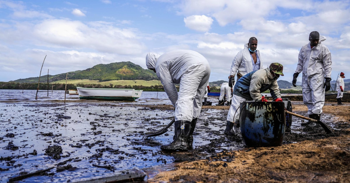 www.nbcnews.com: Mauritius races to contain oil spill from grounded ship, protect coastline