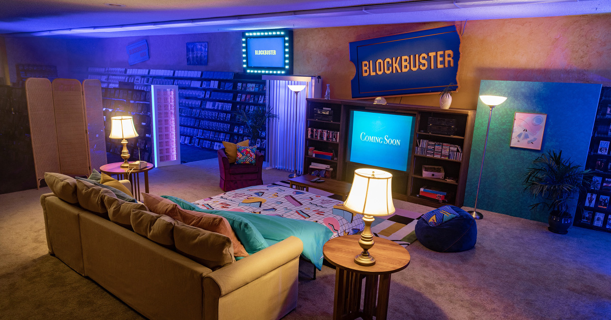 World S Last Blockbuster Transforms Into 90s Themed Airbnb