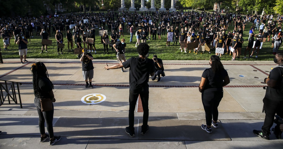 Mizzou president unblocks students on Twitter after backlash and lawsuit threat thumbnail
