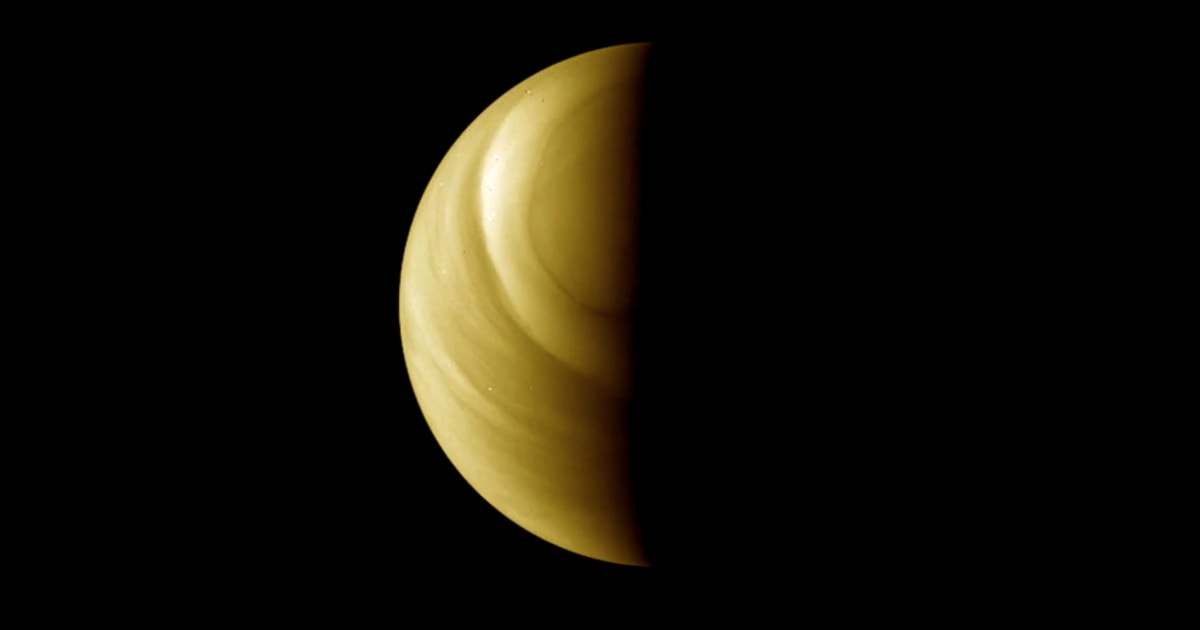 On Venus, mysterious traces of gas tease the possibility of extraterrestrial life
