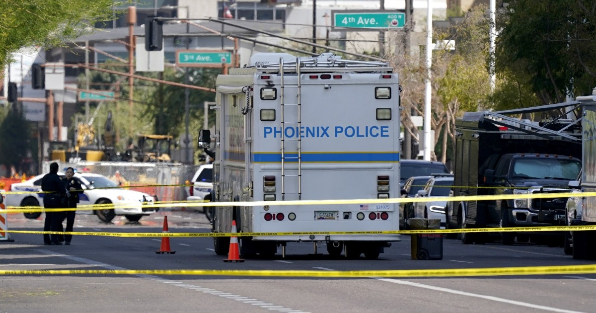 Federal officer shot outside Phoenix courthouse