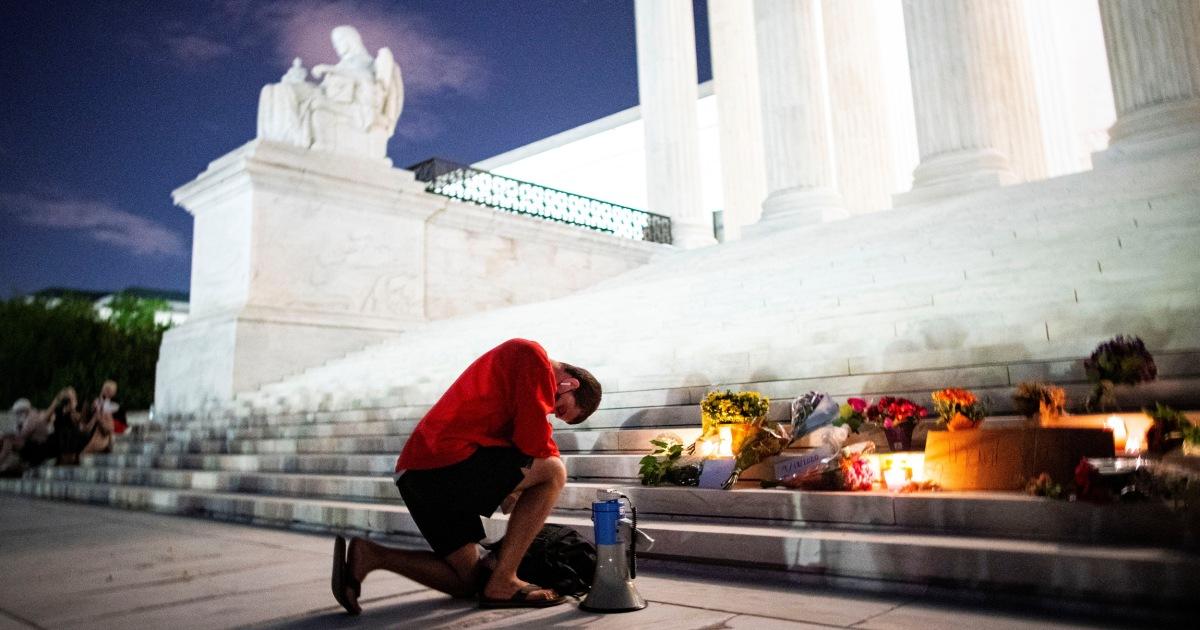 Hundreds mourn Ruth Bader Ginsburg in vigil outside Supreme Court