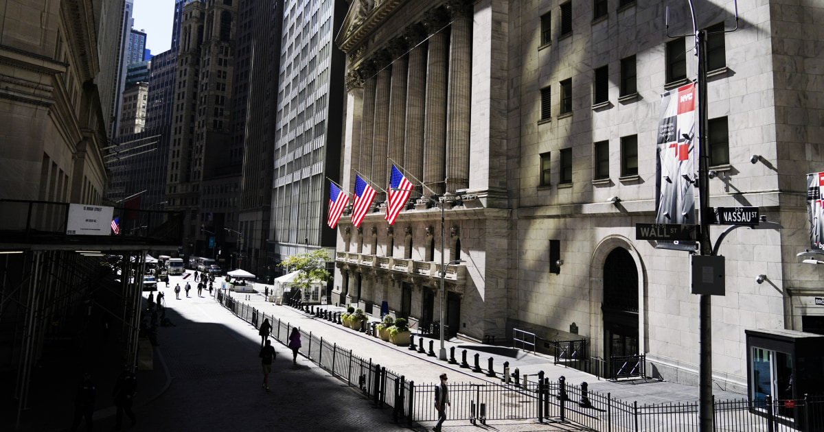 Dow drops more than 500 points as U.S. hits record daily coronavirus cases