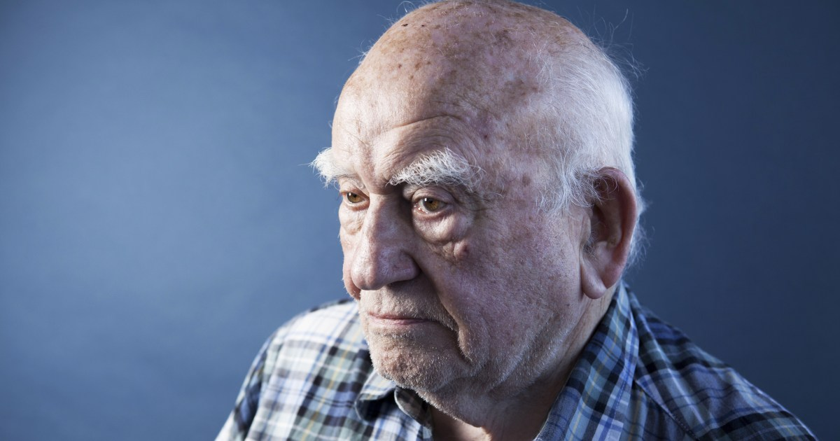 Ed Asner, other members of SAG-AFTRA file lawsuit over cuts to union health care plan