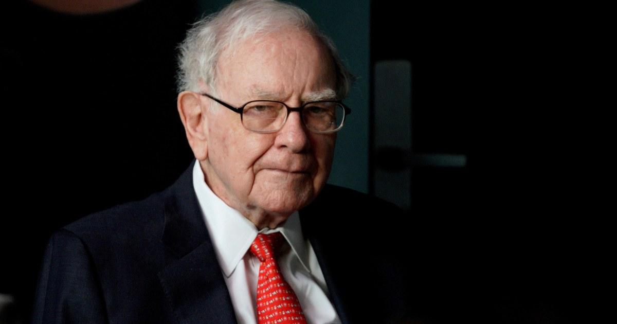 'It's an economic war' — Warren Buffett urges Congress to extend PPP for small businesses