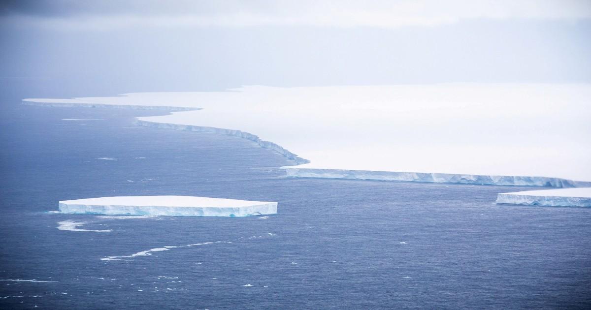 The giant iceberg towards the South Atlantic island breaks