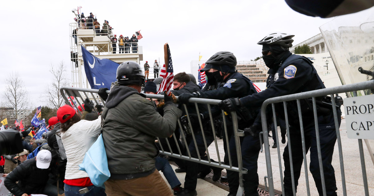 Law enforcement officials across the U.S. shocked by police failure to stop Capitol invasion