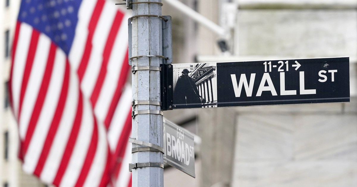 Redditors' declaration of war on hedge funds might be ugly, but it won't break the system, pros say thumbnail