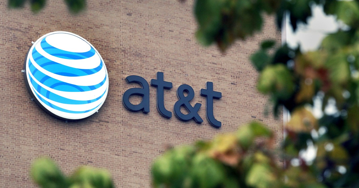 90-year-old man takes out $10K ads to tell AT&T CEO about slow service