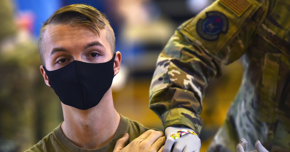 Thousands of service members saying no to Covid vaccine - NBC News
